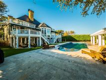 Luxury homes Incredible Custom House Features a Private Pool