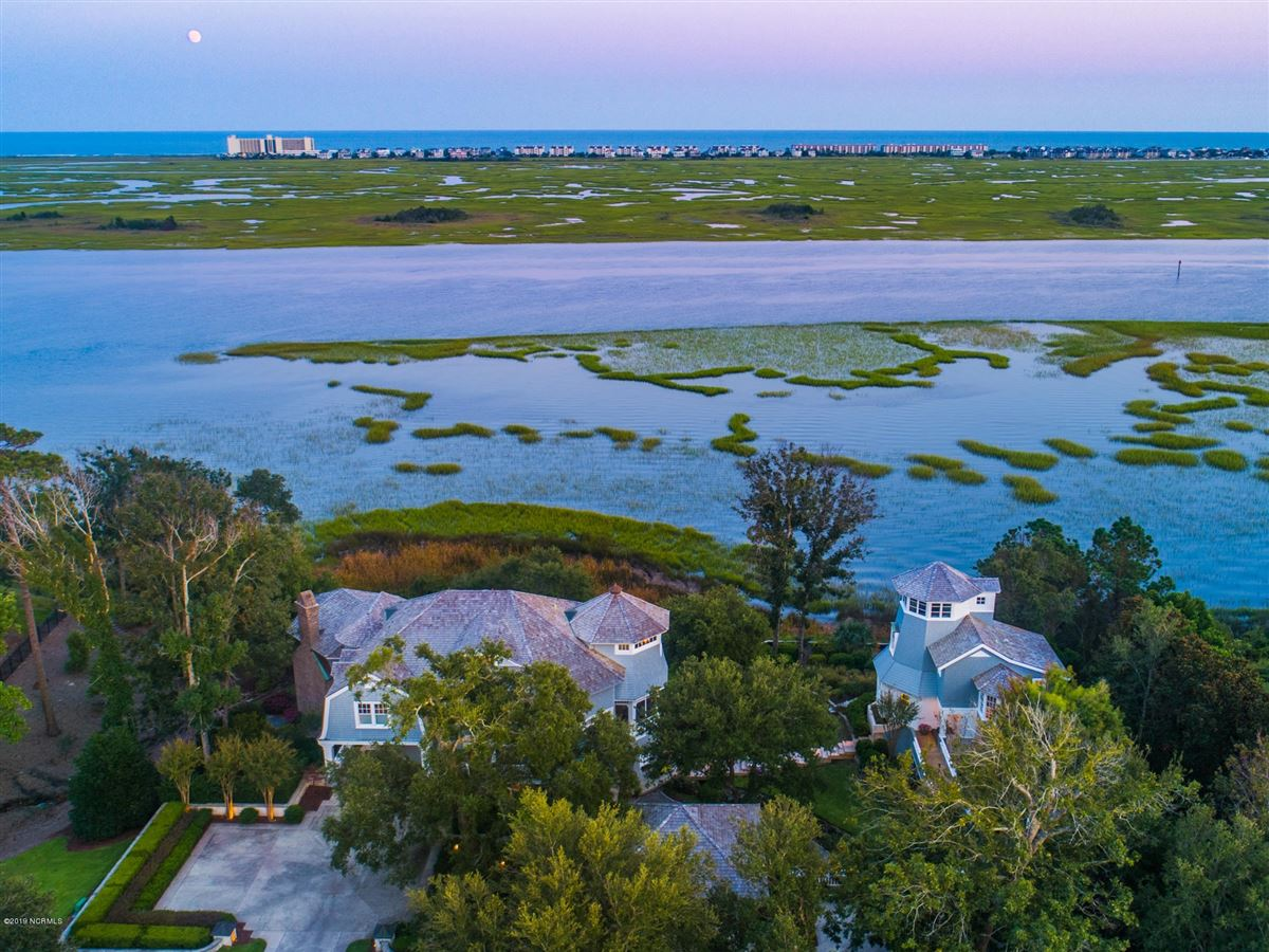Luxury homes in most spectacular waterfront property