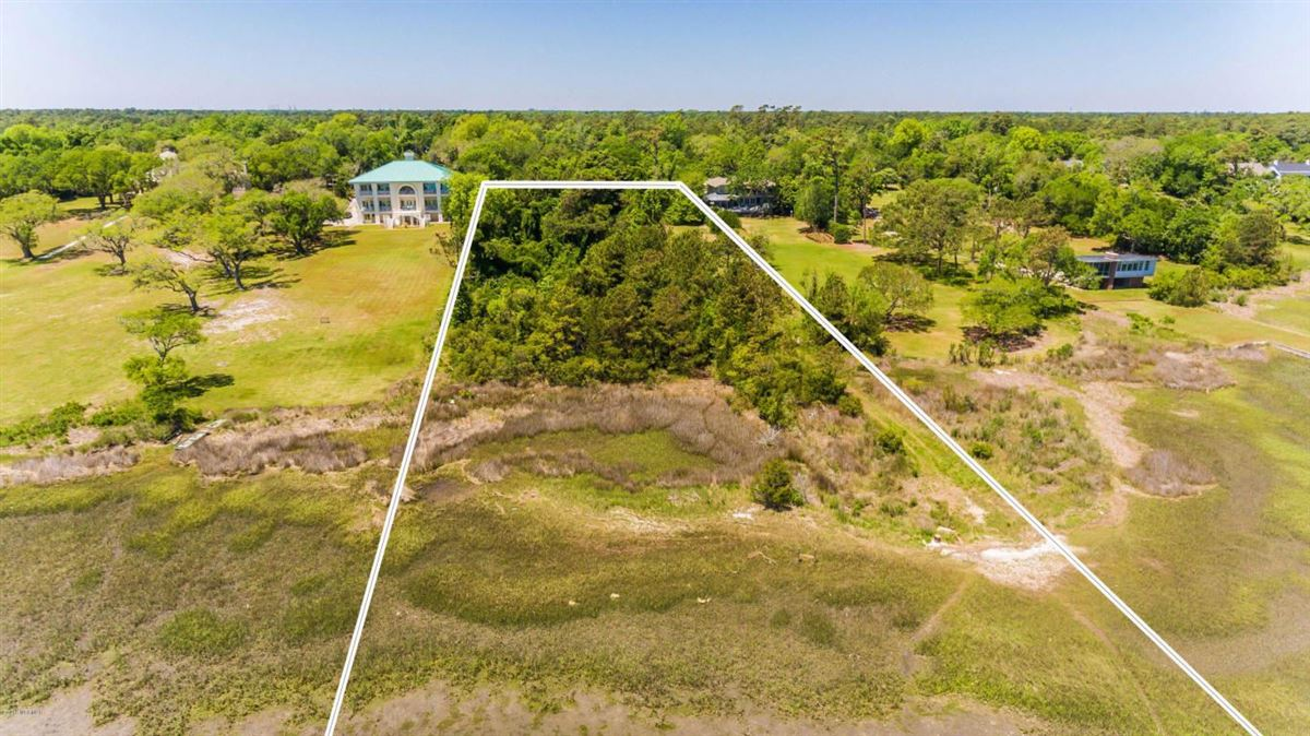 Luxury homes property on the Intracoastal Waterway