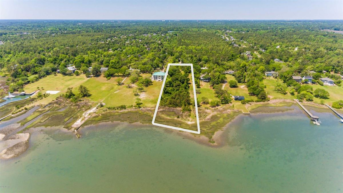 Luxury real estate property on the Intracoastal Waterway