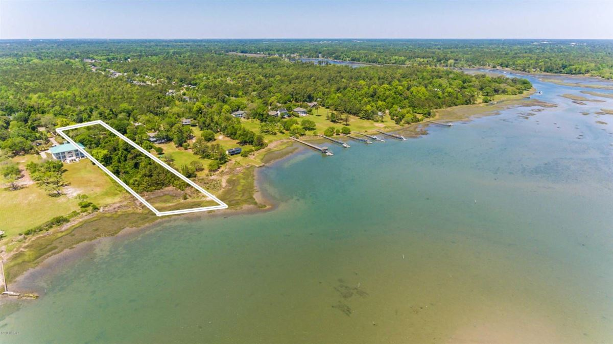 property on the Intracoastal Waterway luxury real estate