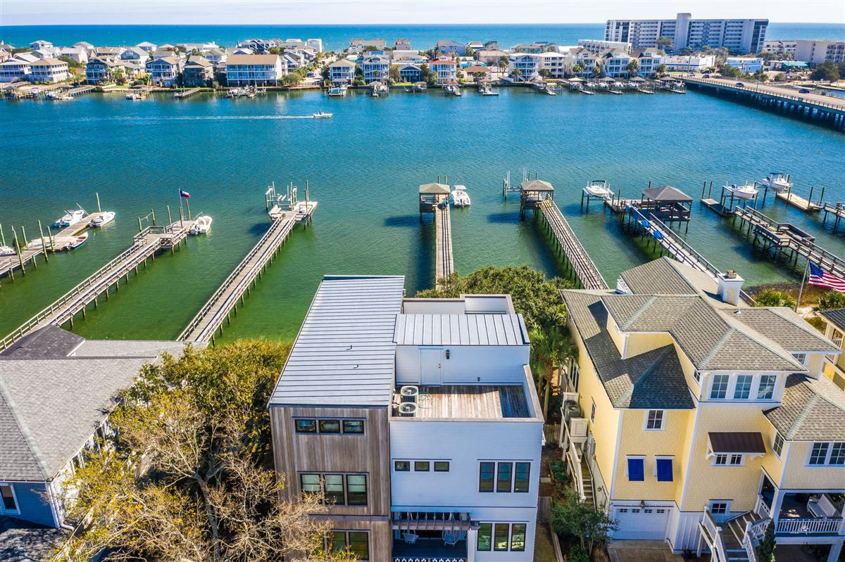 Exceptional luxury waterfront luxury real estate
