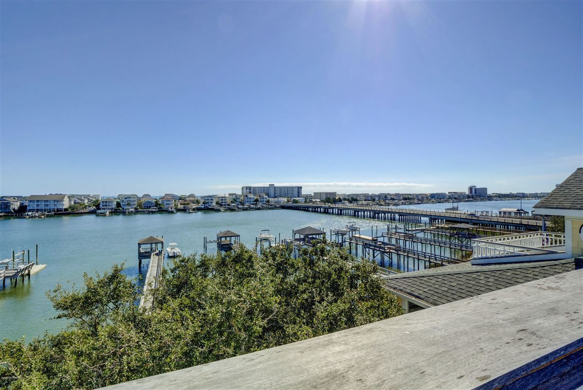 Luxury homes in Exceptional luxury waterfront