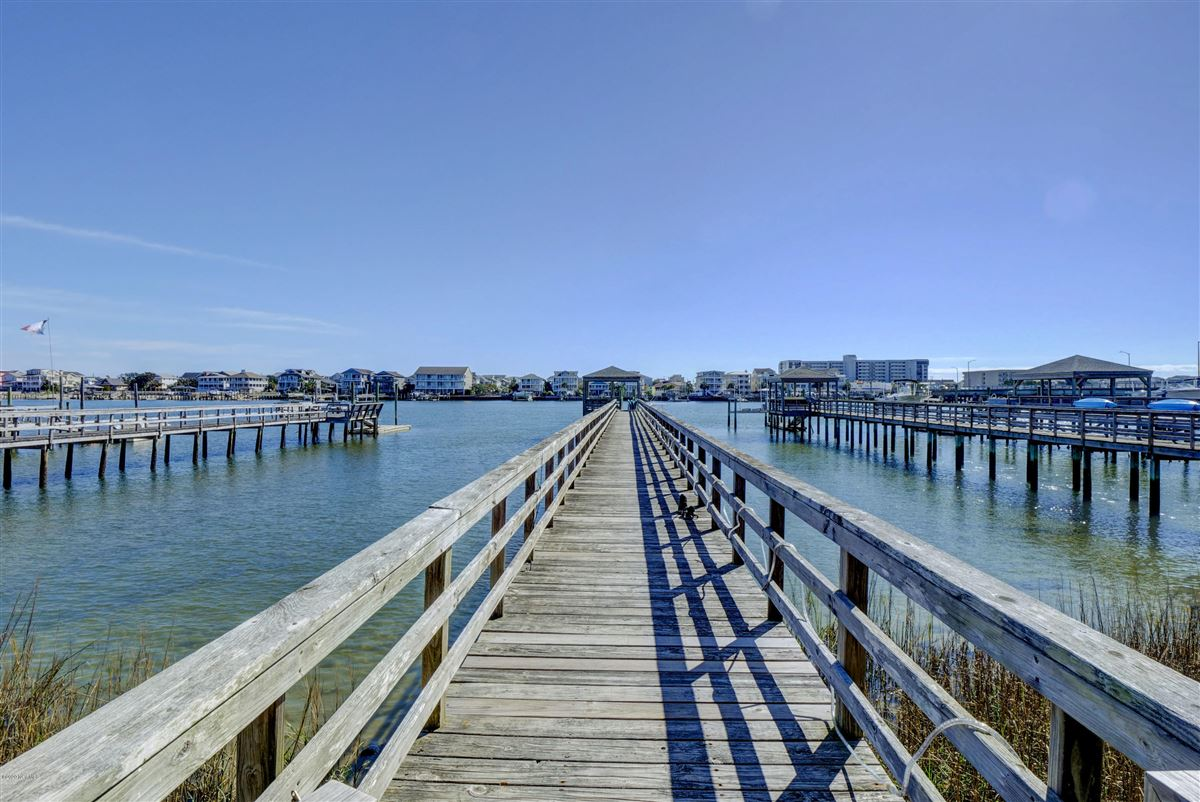 Luxury homes Exceptional luxury waterfront
