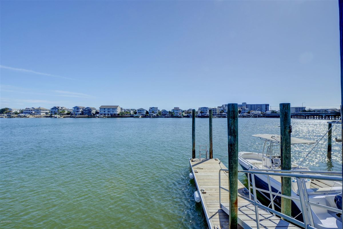 Luxury real estate Exceptional luxury waterfront