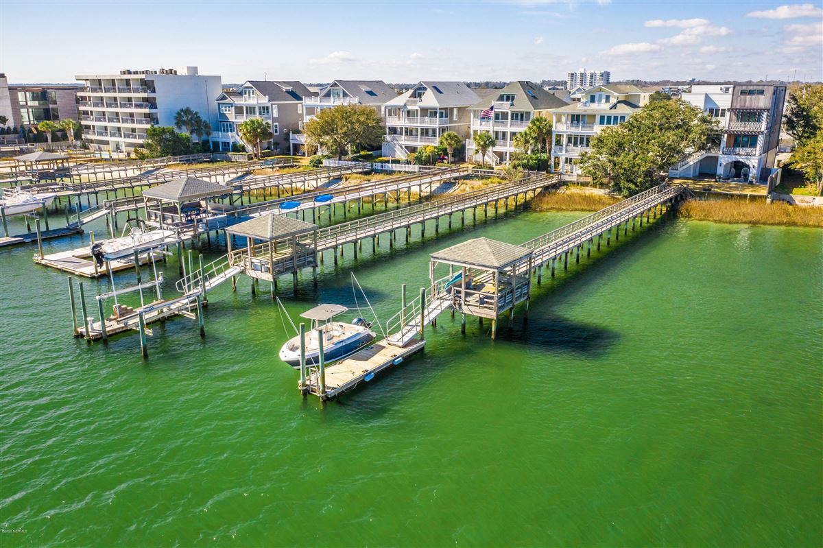 Luxury properties Exceptional luxury waterfront
