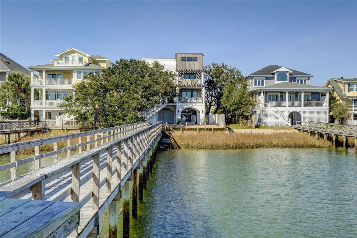 Mansions Exceptional luxury waterfront
