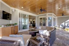 Luxury homes in Coastal living with views at its finest