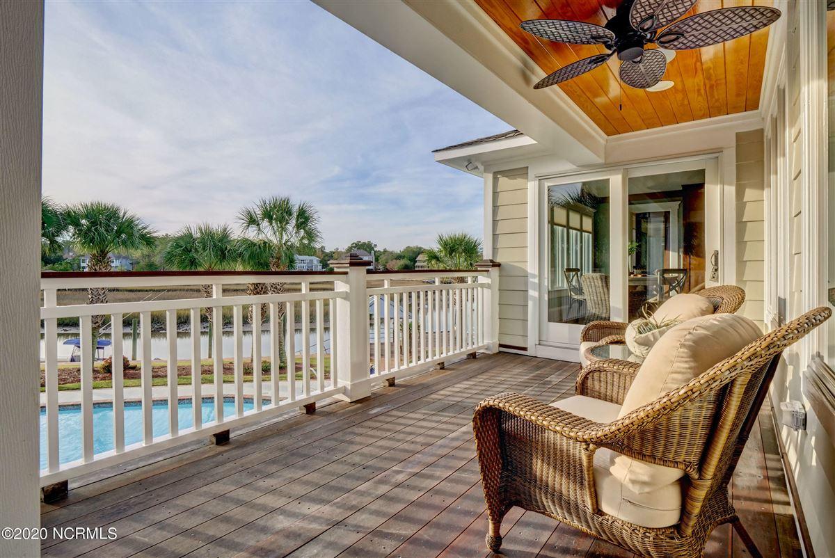 Waterfront estate luxury homes