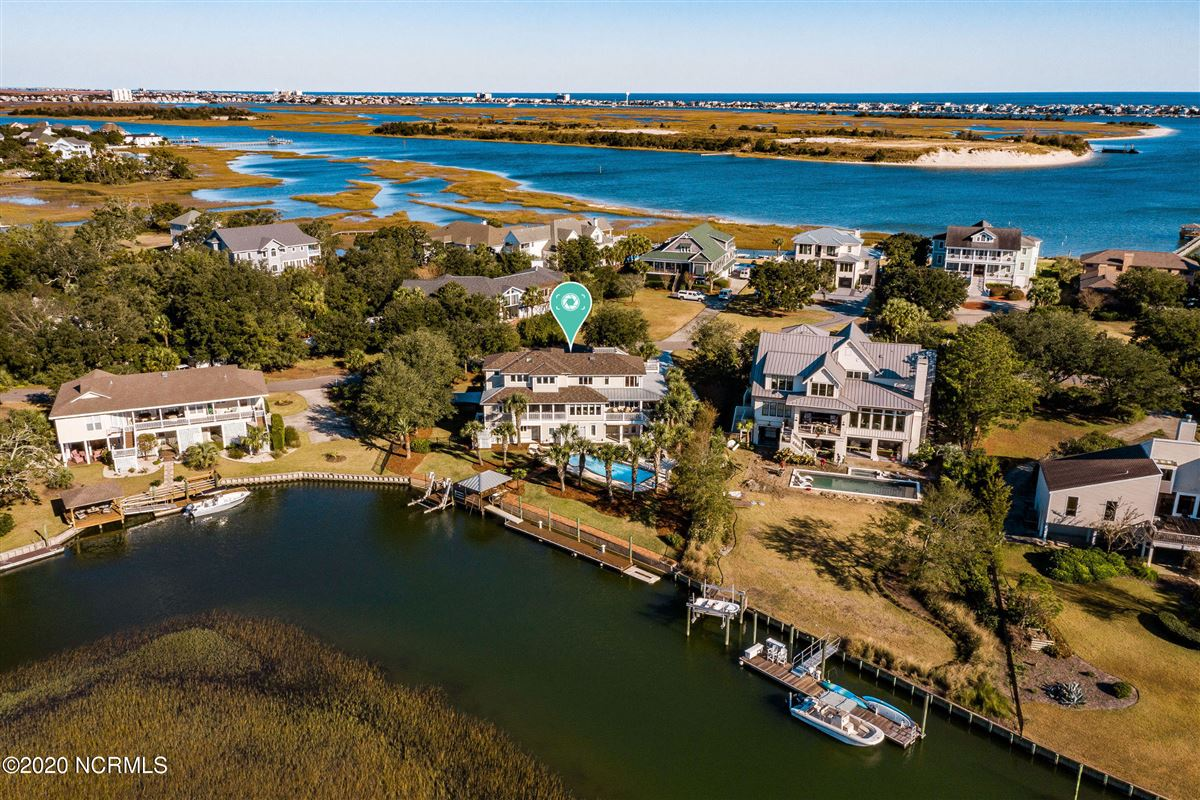 Luxury homes in Waterfront estate