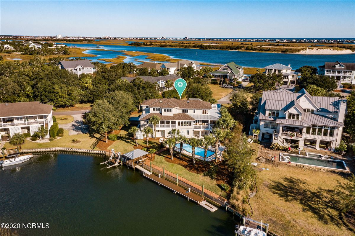 Mansions in Waterfront estate