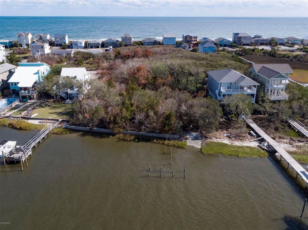 Deep-water, sound-front property  luxury real estate