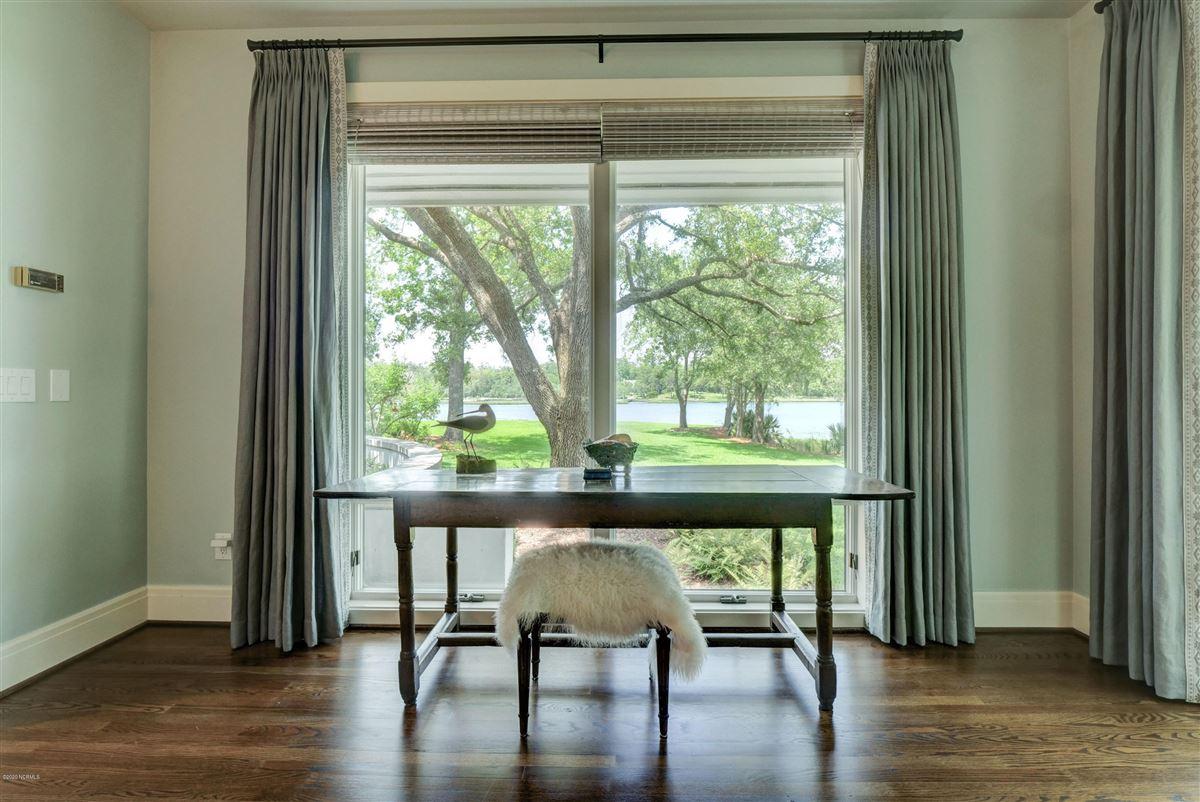 Gorgeous custom sound home on Hewletts Creek luxury real estate