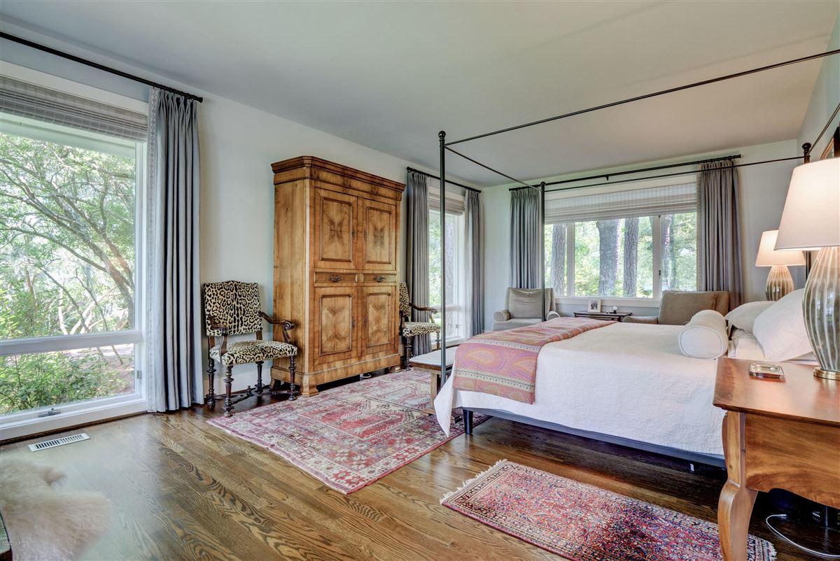 Luxury properties Gorgeous custom sound home on Hewletts Creek