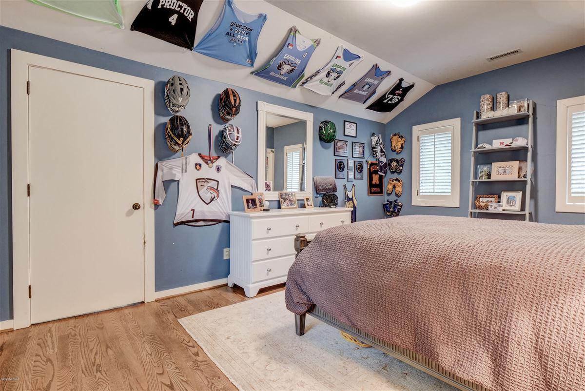 Luxury homes Gorgeous custom sound home on Hewletts Creek