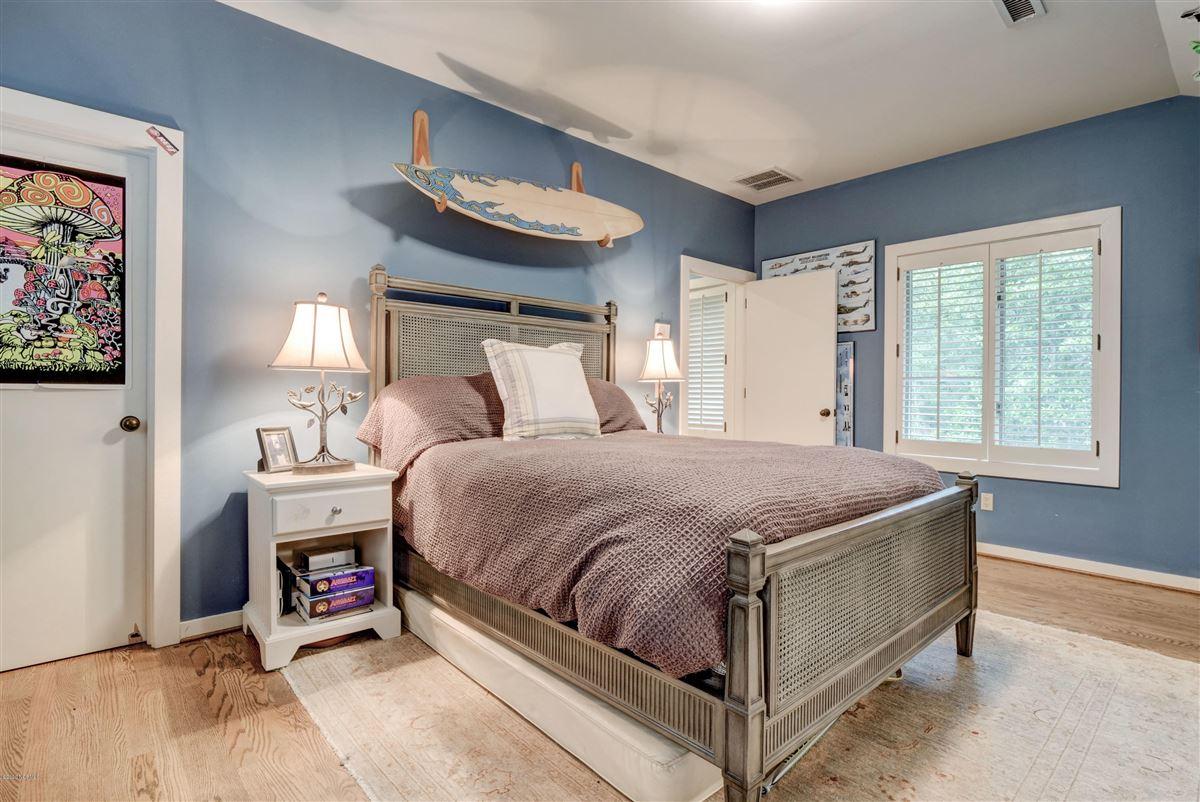 Gorgeous custom sound home on Hewletts Creek luxury homes