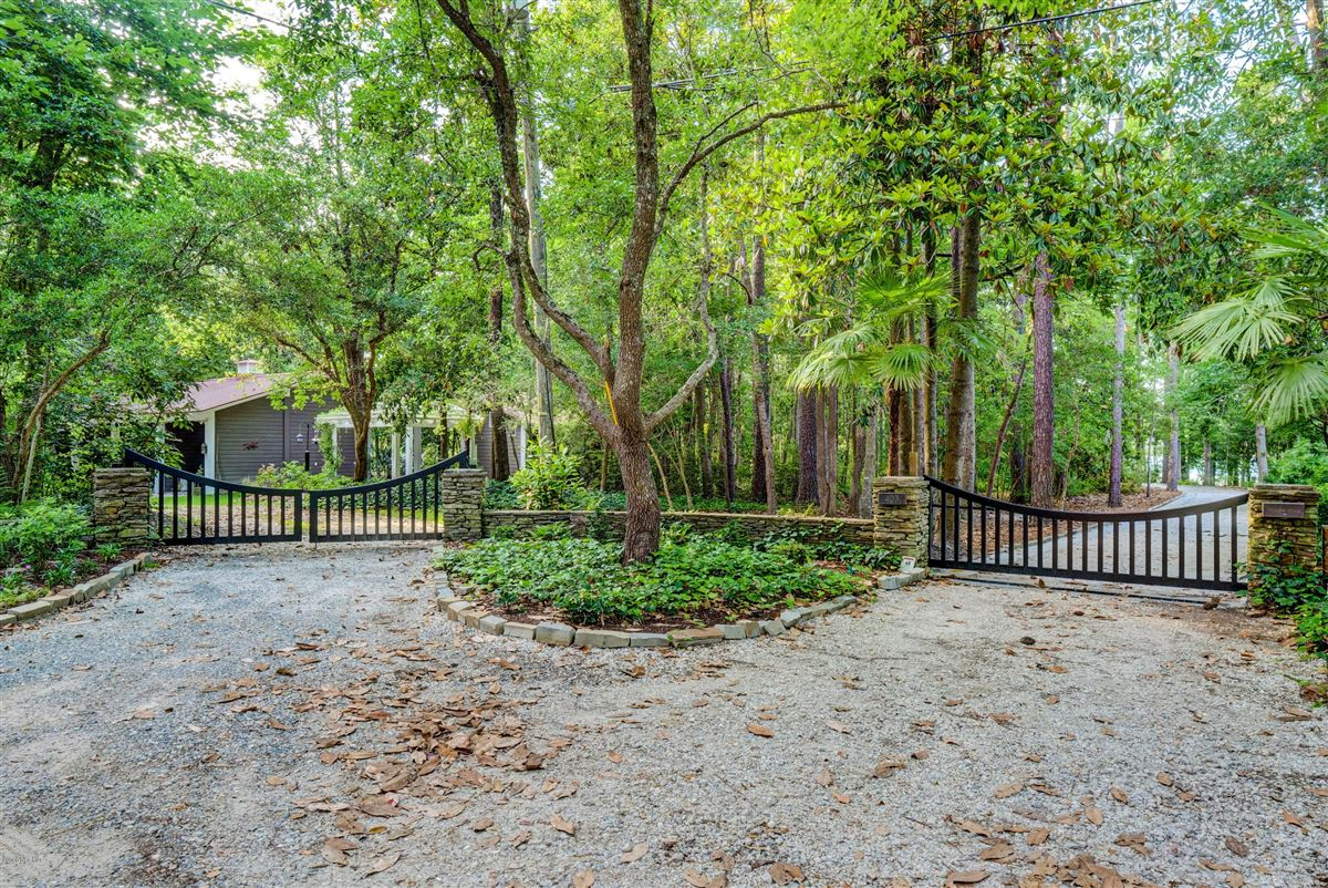 Mansions in Gorgeous custom sound home on Hewletts Creek