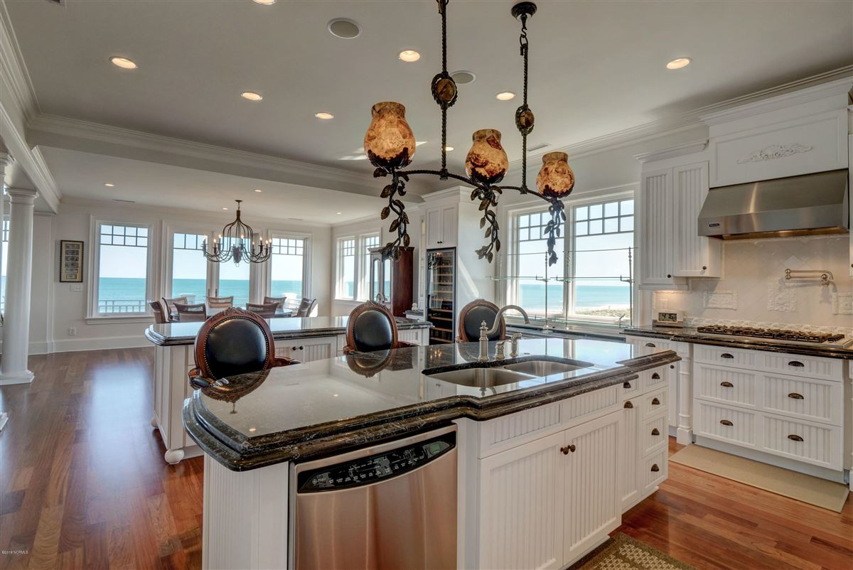 Luxury homes in oceanfront home located on the north end of Figure Eight