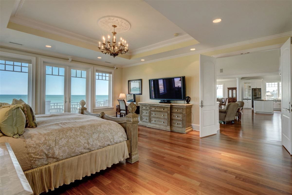 oceanfront home located on the north end of Figure Eight luxury homes