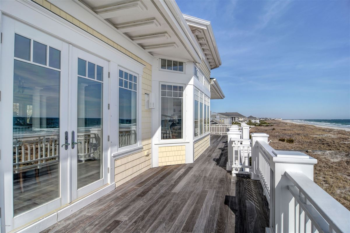 oceanfront home located on the north end of Figure Eight luxury properties