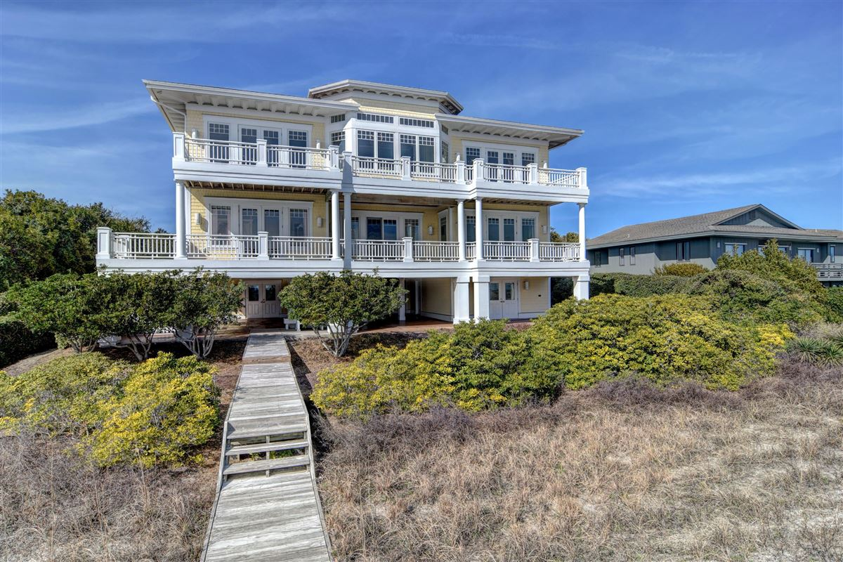 Mansions in oceanfront home located on the north end of Figure Eight