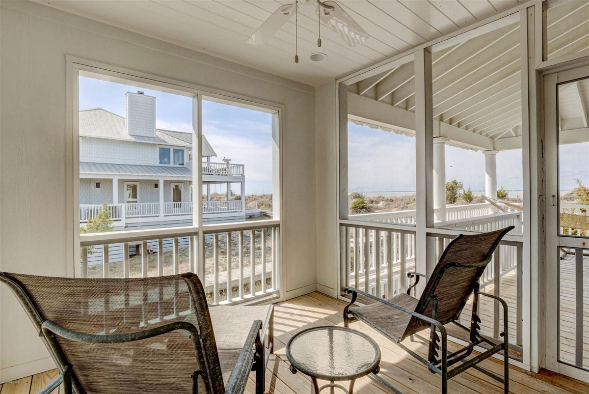 Expansive views of the Cape Fear River  luxury homes