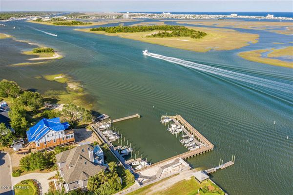 Luxury properties A boaters paradise on desirable Towles Rd