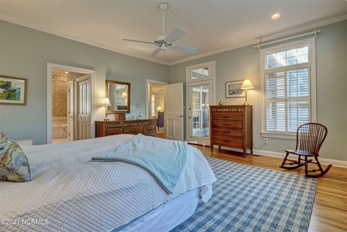 Luxury homes in Spectacular Intracoastal Waterway location