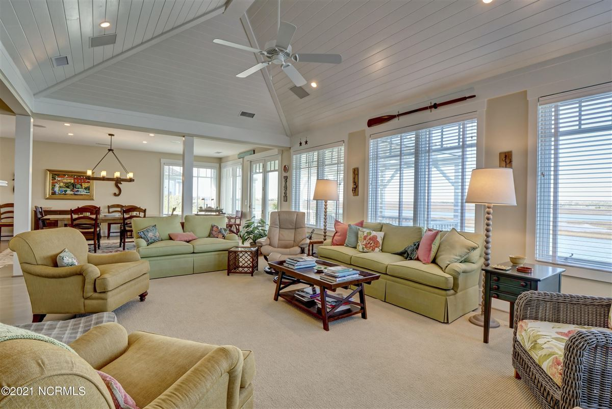 Luxury homes Sought after sound front Figure 8 Island home