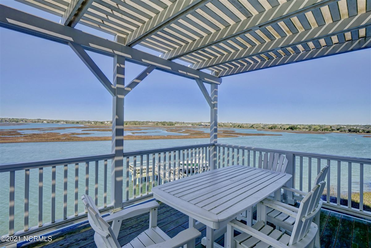 Sought after sound front Figure 8 Island home luxury properties