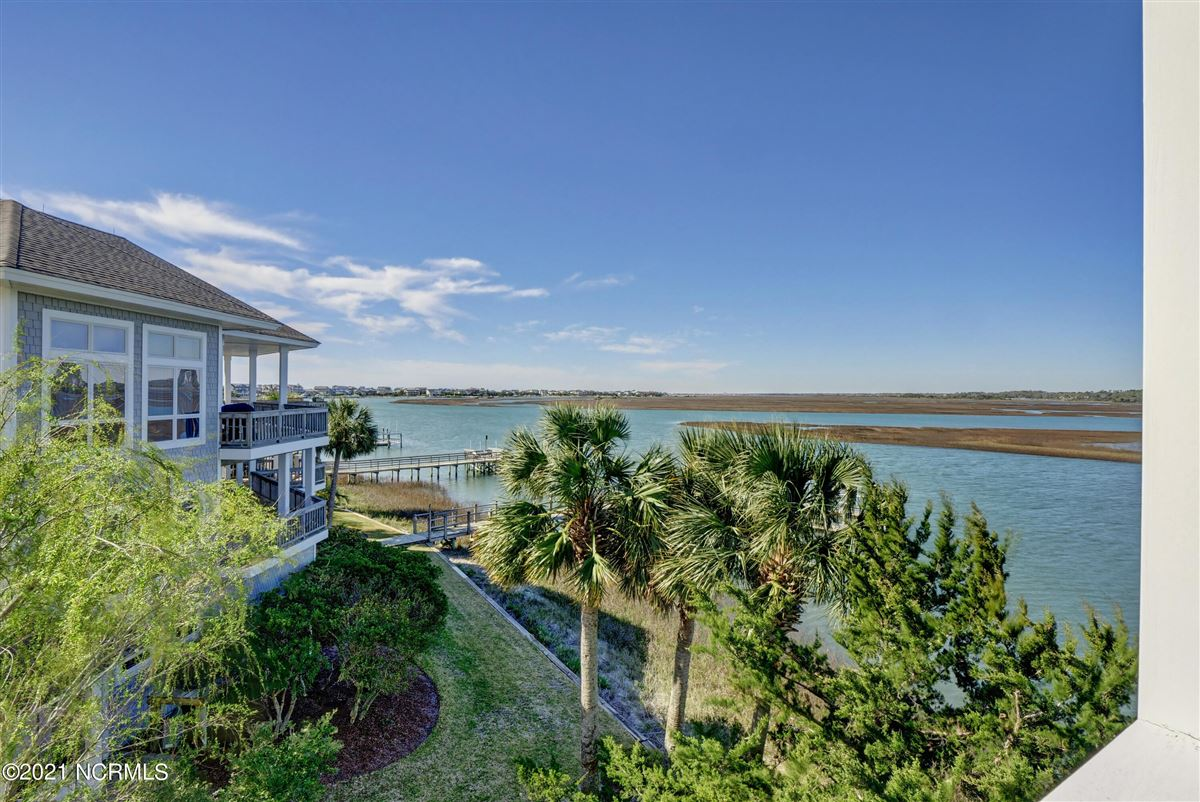 Mansions Sought after sound front Figure 8 Island home