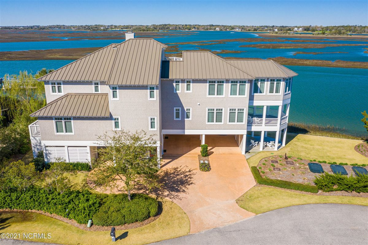 Luxury homes in Sought after sound front Figure 8 Island home