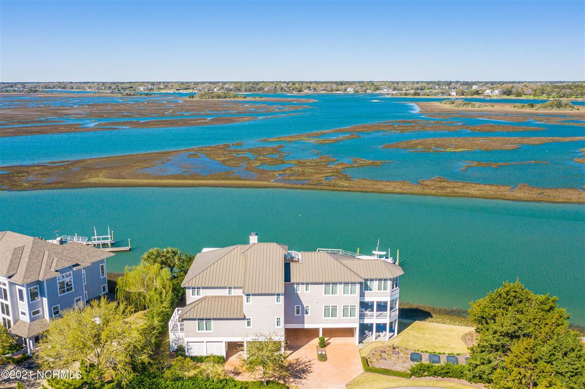 Mansions in Sought after sound front Figure 8 Island home