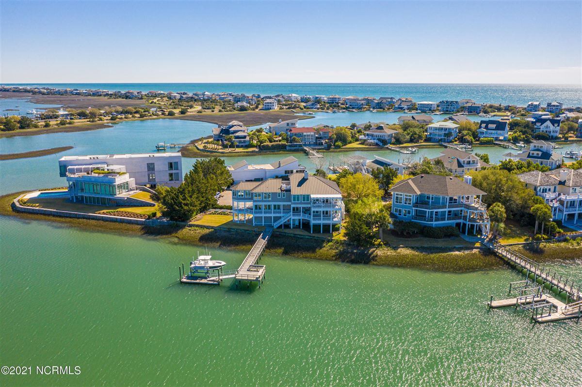 Sought after sound front Figure 8 Island home luxury homes