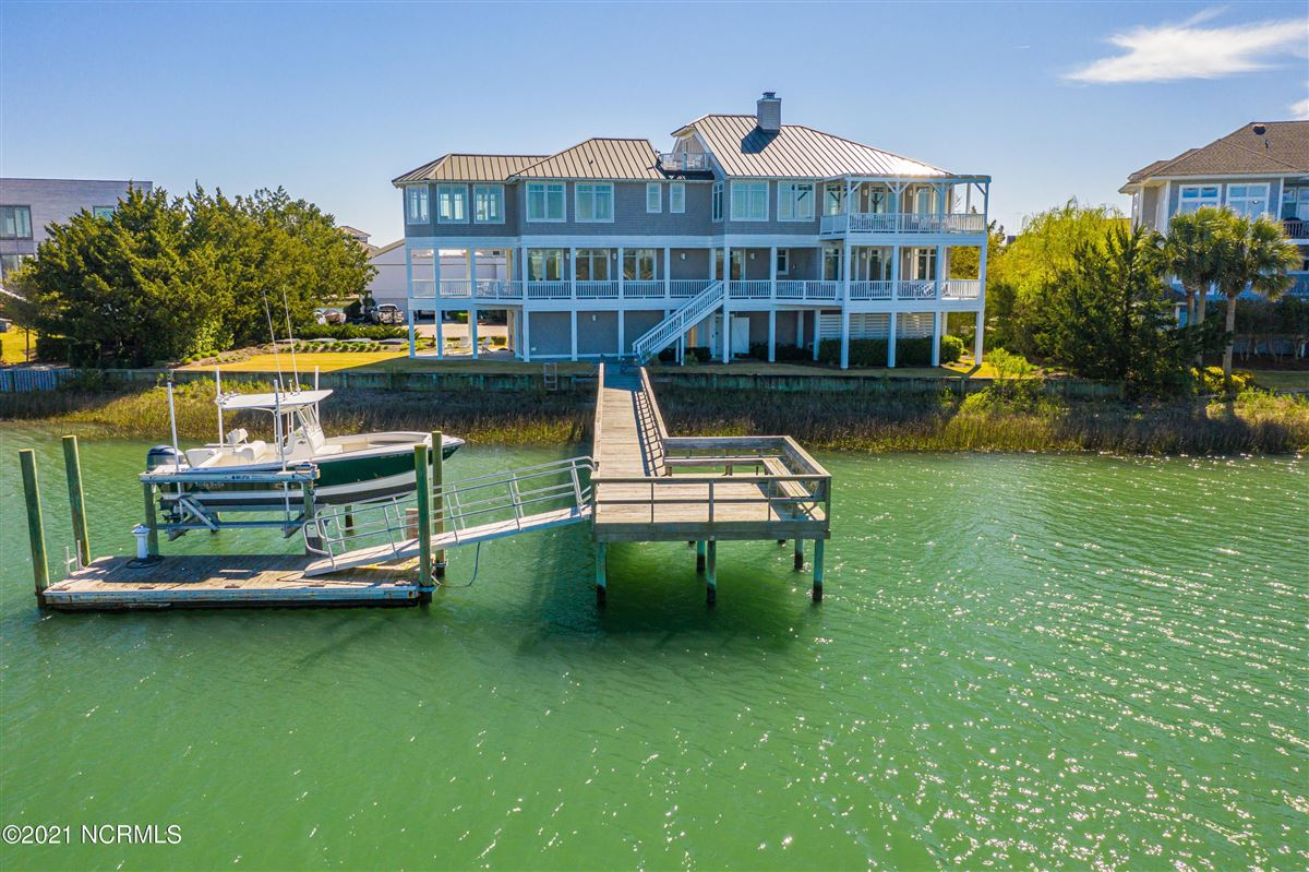 Luxury real estate Sought after sound front Figure 8 Island home