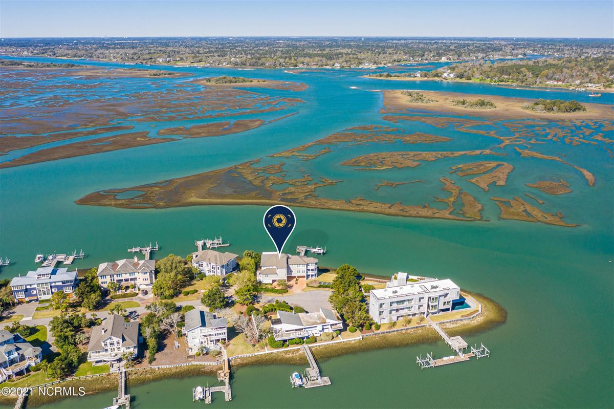 Sought after sound front Figure 8 Island home mansions