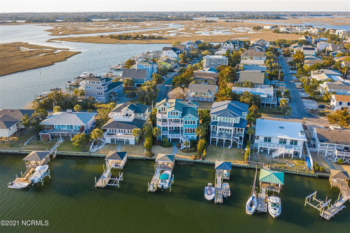 Luxury homes relaxing waterfront lifestyle