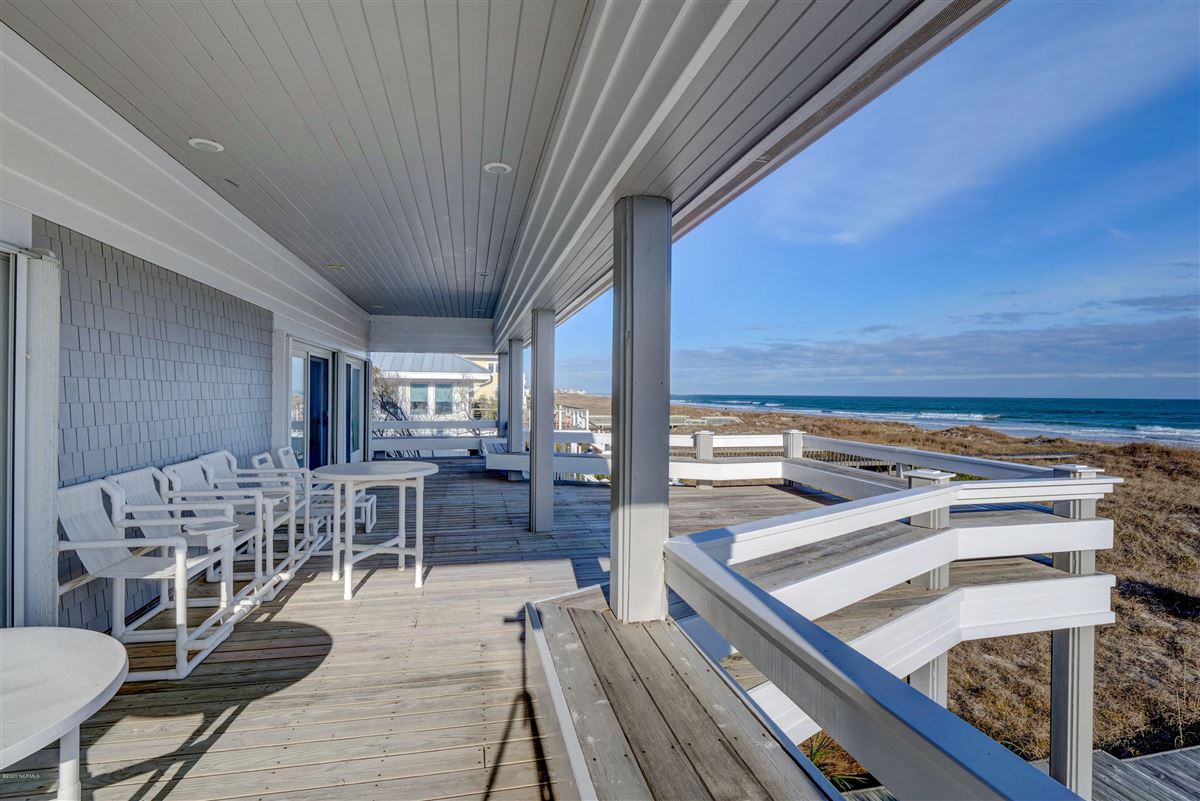 fabulous oceanfront home on Figure 8 Island luxury homes
