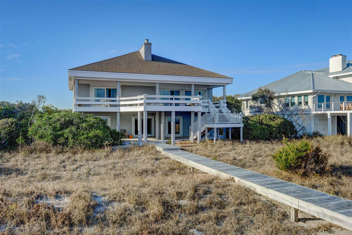 fabulous oceanfront home on Figure 8 Island mansions