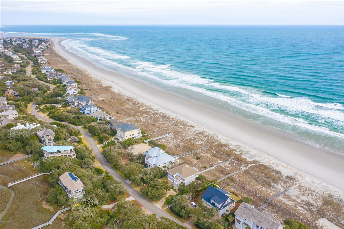 Luxury real estate fabulous oceanfront home on Figure 8 Island