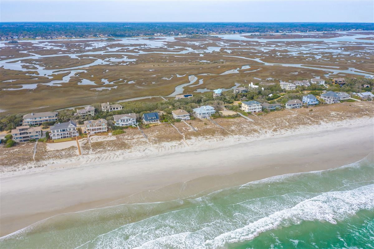 fabulous oceanfront home on Figure 8 Island luxury real estate