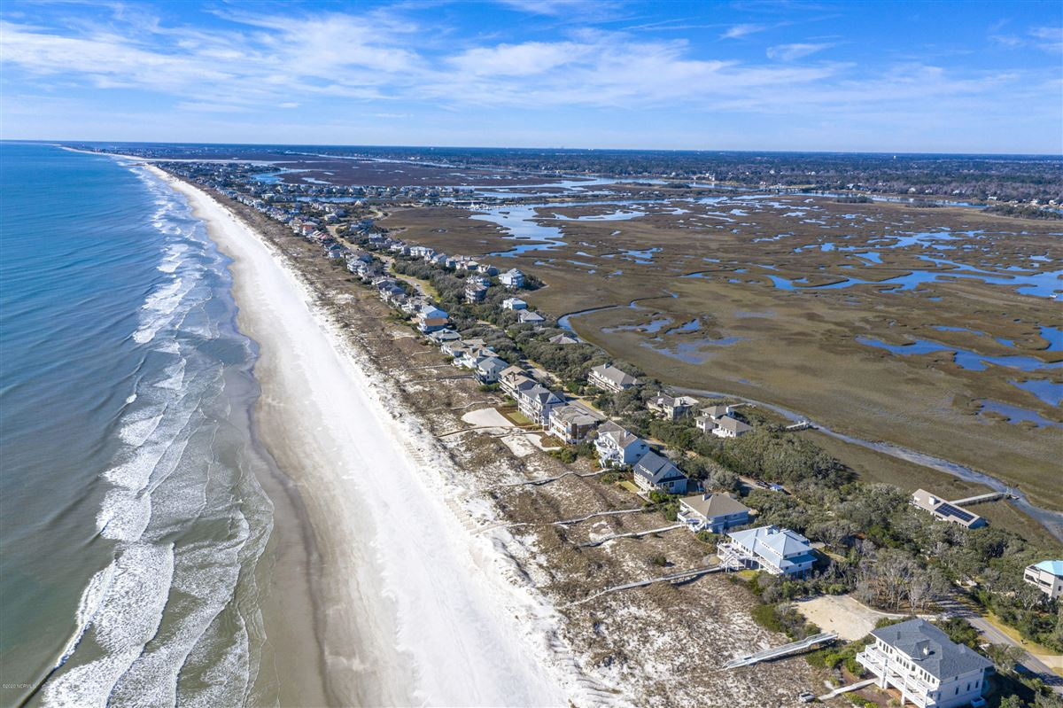 Spectacular marsh-front lot luxury homes