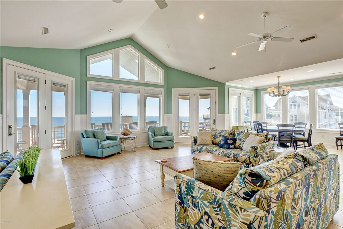 Luxury homes Spectacular oceanfront beach house