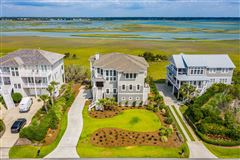Mansions in Spectacular marsh-front home on the north end