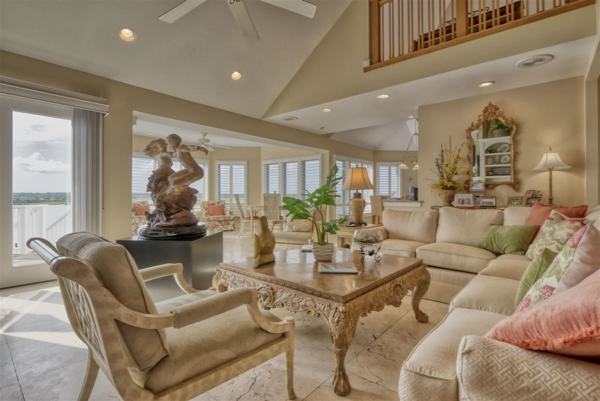 magnificent six bedroom waterfront home luxury homes
