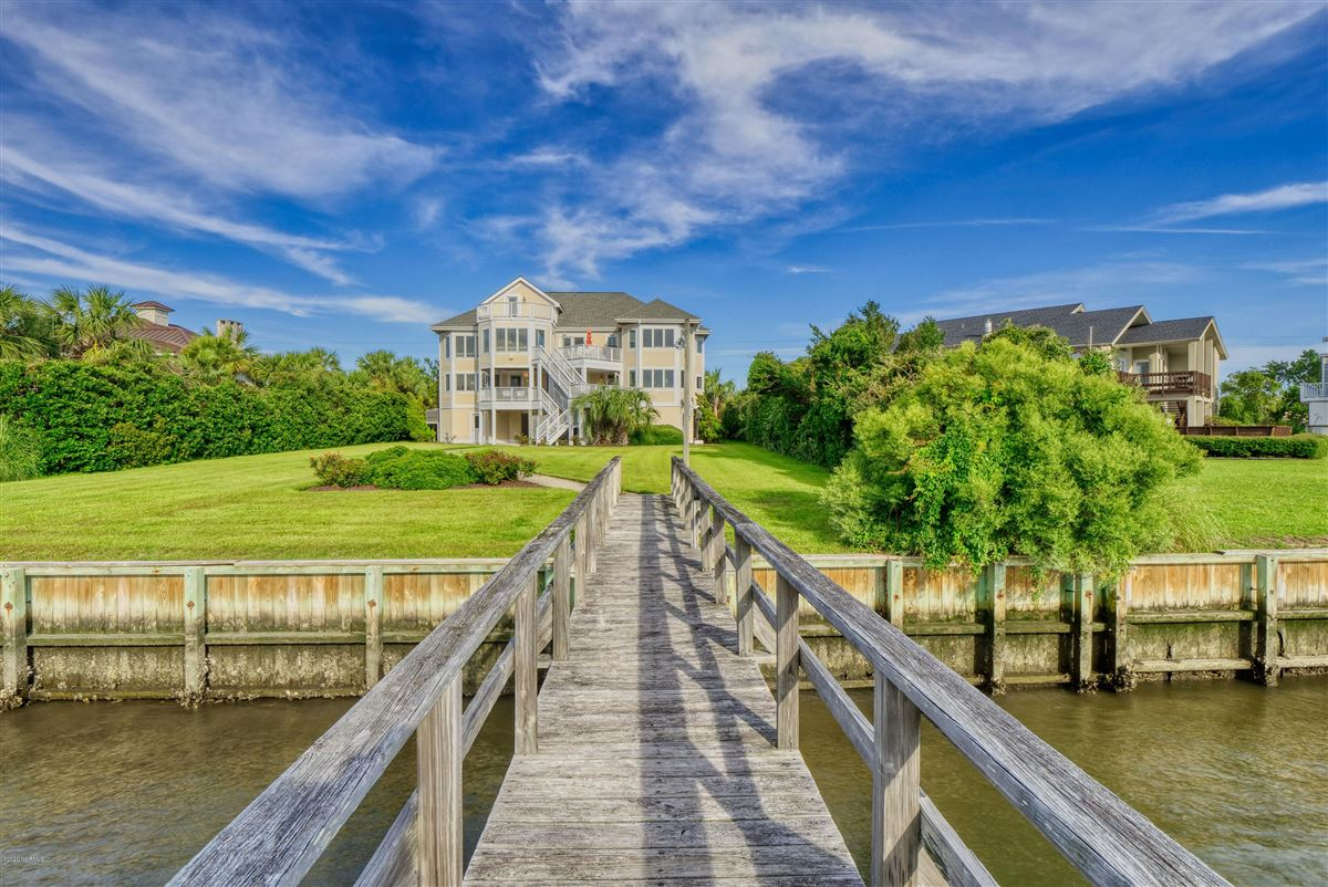 Mansions magnificent six bedroom waterfront home