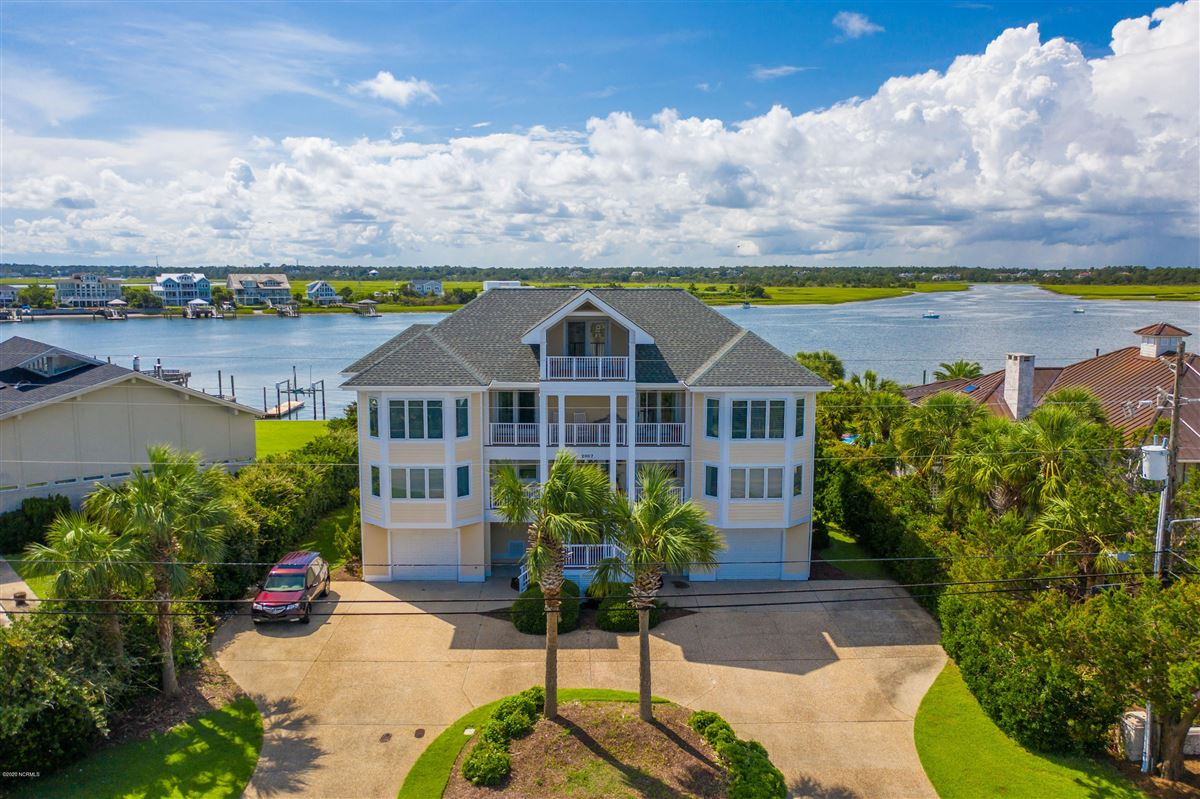 Mansions in magnificent six bedroom waterfront home