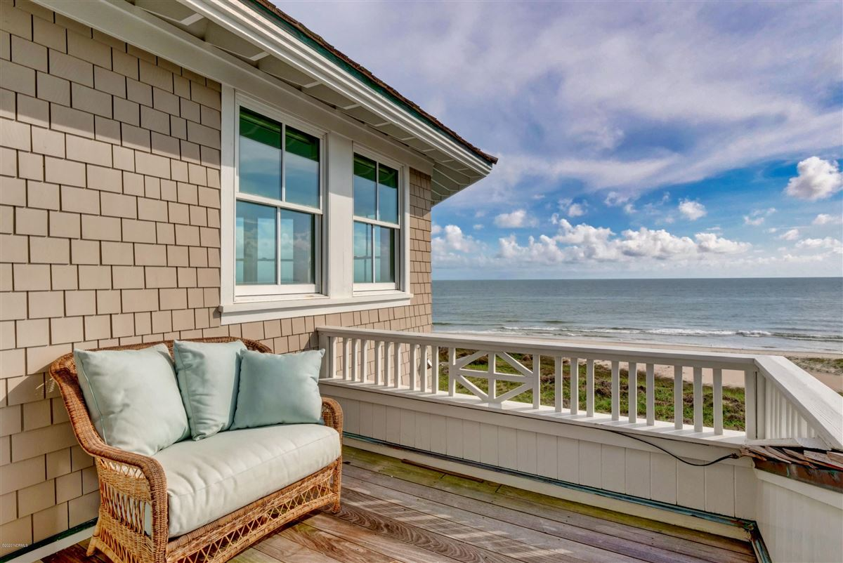 Mansions in truly rare oceanfront opportunity