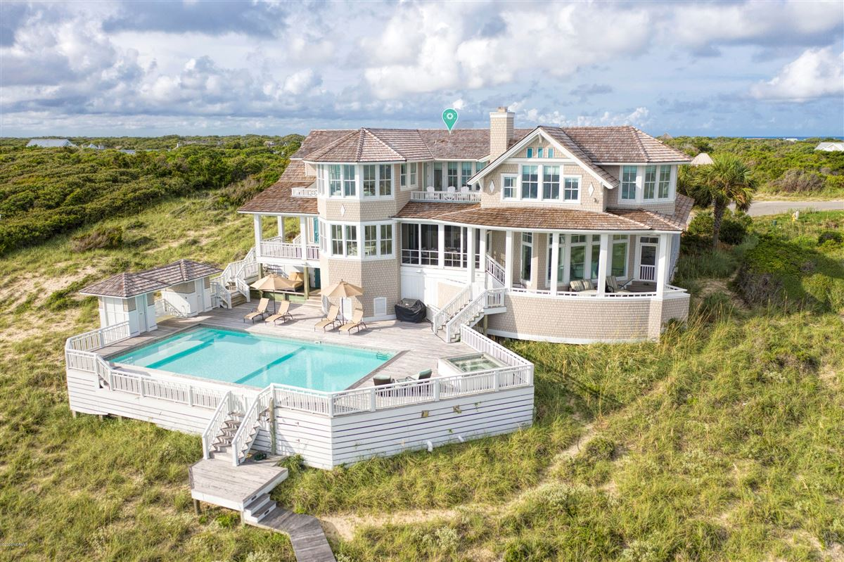 Luxury homes in truly rare oceanfront opportunity