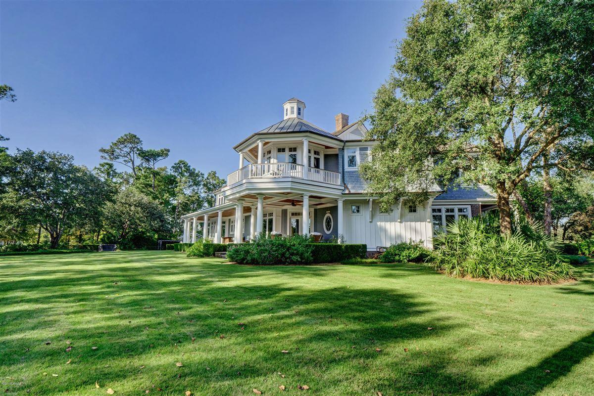 Luxury homes in property in Landfalls estate neighborhood